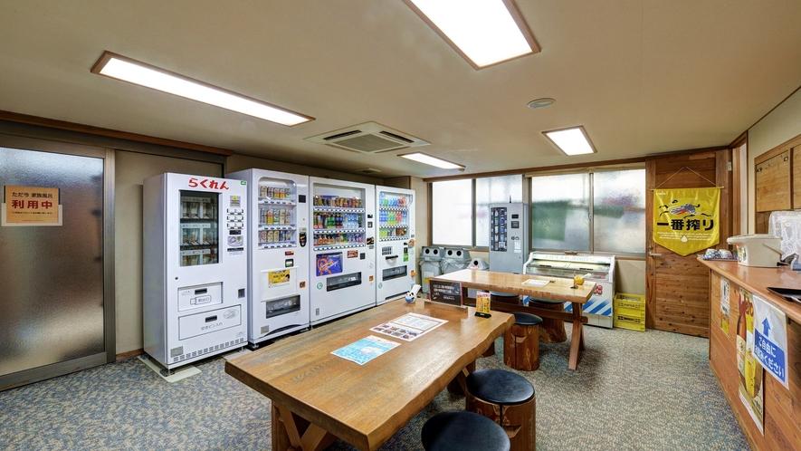 【*龍馬の湯】1Fの休憩スペース。アイスや飲み物が購入できます。