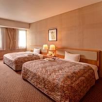 【*スイートルーム】寝室。クイーンサイズベッドを2台設置。