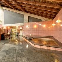 【*龍馬の湯】女湯。木組みの天井が良い雰囲気。