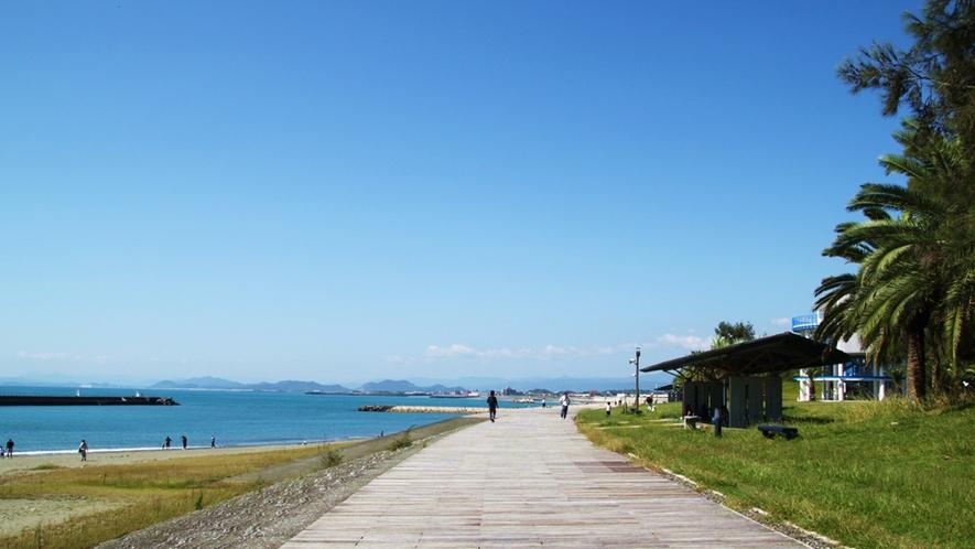 【*ヤ・シィパーク】車で約15分。海辺をゆっくり散歩するのも良いですね。