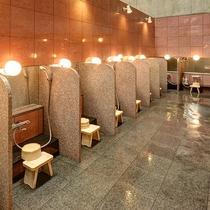 【*龍馬の湯】女湯。洗い場にはシャンプー・ボディソープ・リンスを設置。
