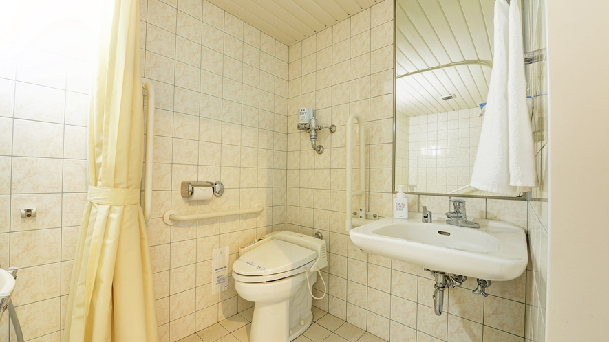 【*バリアフリールーム】手すりのある洗浄機付きトイレ