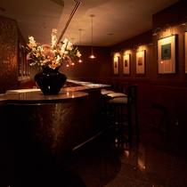 【メインバー「テラ」】多彩なカクテルやワイン・世界の銘酒を落ち着いた雰囲気の中でお愉しみ頂けます。