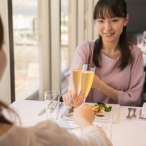ホテル最上階から絶景を眺めながら、兵庫の色とりどりの新鮮野菜や瀬戸内海の鮮魚、こだわりの肉料理と共に