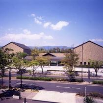 【小磯記念美術館】ホテルから徒歩5分。神戸で生まれ神戸で作画活動を続けた洋画家小磯良平の作品を所蔵。
