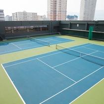 【フィットネス&スポーツ「ザ・ベイクラブ」】全天候型サーフェイス・屋外テニスコートを2面完備