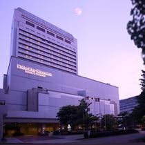 煌めく夜景を望む、六甲アイランドのランドマークホテル