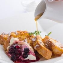 兵庫赤穂鶏卵と淡路島牛乳を贅沢につかった、出来立てふわふわのフレンチトーストを朝食ブッフェで。