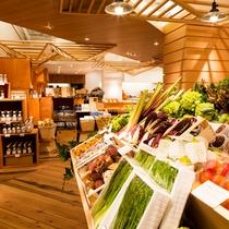 【シェラトンマルシェ】淡路・兵庫の野菜の他、シェフ厳選の各地の野菜が並ぶ