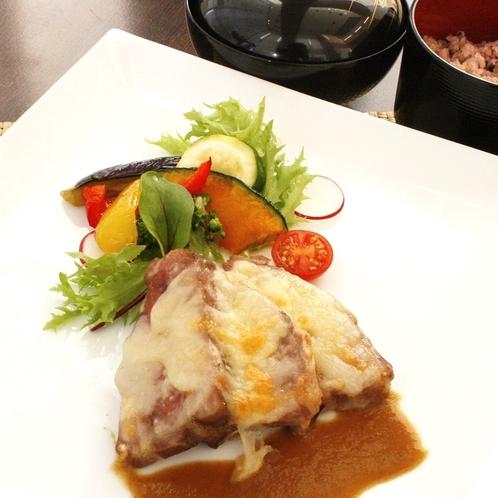 【夕食】豚肉の低温調理チーズ焼きカレーソース(イメージ)