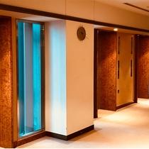 客室エレベータホール