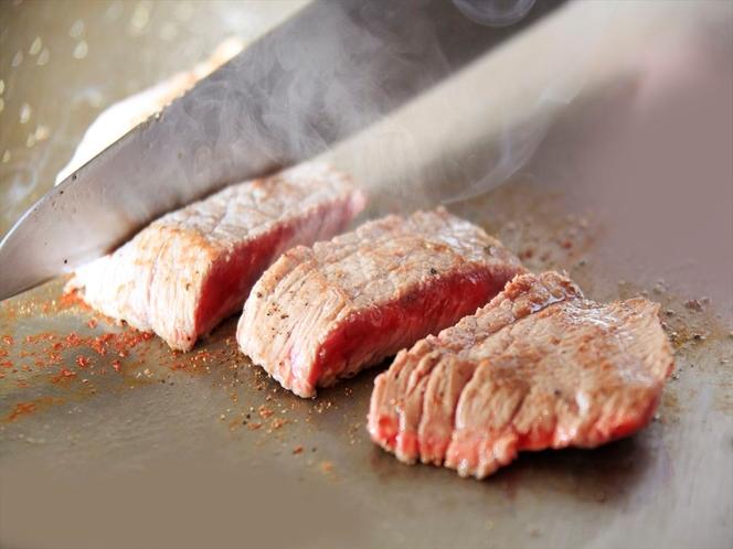 ステーキ調理中