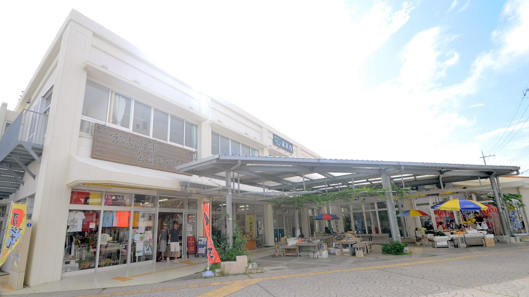 【周辺】ホテルすぐ近くの公設市場