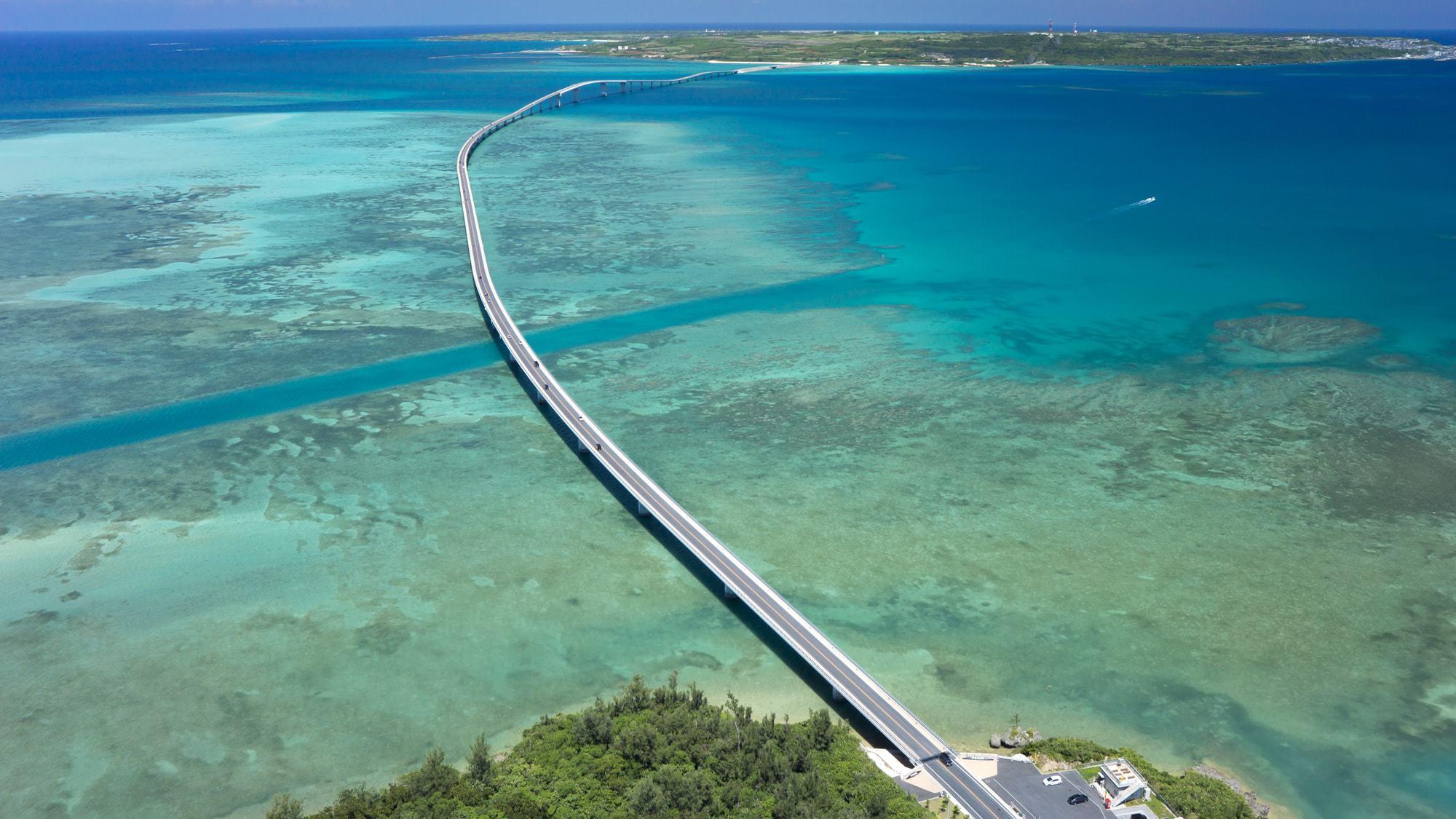 【伊良部大橋】車で6分、宮古島と伊良部島を往復できます。橋から見渡せる海は絶景です。