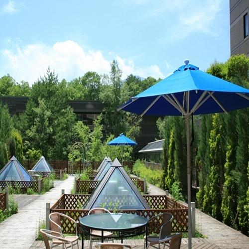 夏 ガーデンテラスでゆっくりとした午後のひと時を