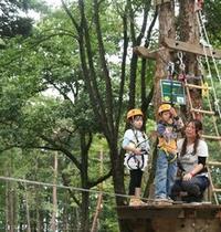 樹から樹へ、空中森林アスレチックやジップライドが楽しい『フォレストアドベンチャーアサマ』