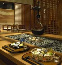 日本料理『やまぼうし』では囲炉裏席や個室がございます