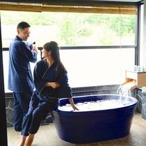 テラス露天プレミアム4ベッドスイートは源泉掛け流しの美肌の湯を浅間山の眺望と共に楽しめます