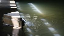 『鬼押温泉』天然温泉 ナトリウム硫酸塩質の黄褐色の湯