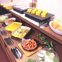 和食派・洋食派、どちらも楽しめるバリエーションに富んだ朝食バイキング