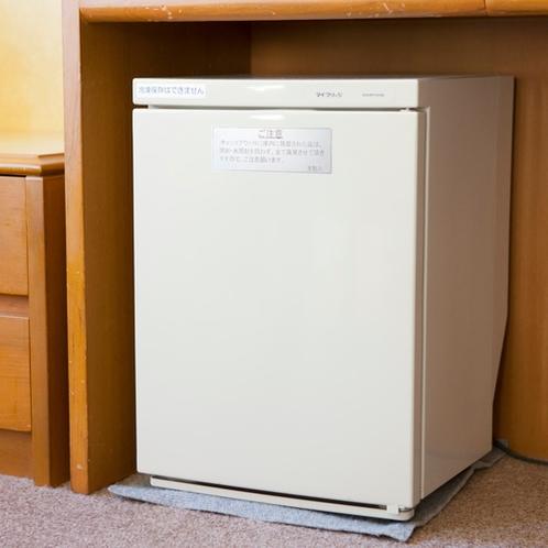 客室に空の冷蔵庫をご用意しております