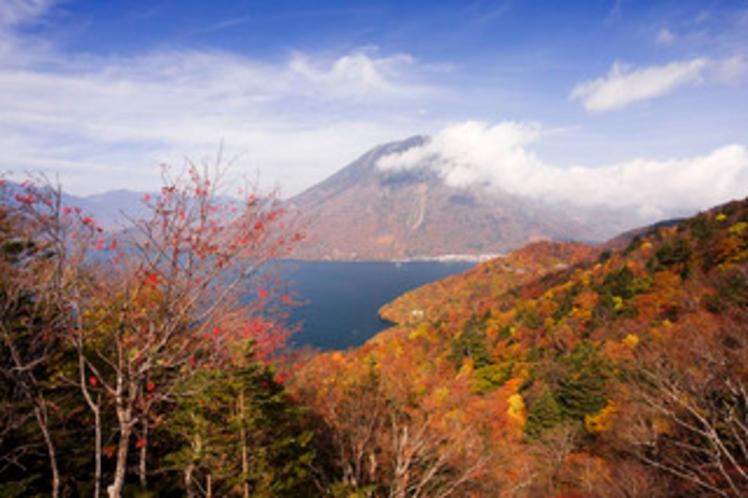 男体山と中禅寺湖・紅葉