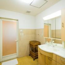 2F共同シャワー室(脱衣所)