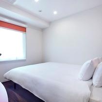 <客室> ◆新館・モダンキング◆ 159平米【ベッド180cm x 203cm】 (禁煙)