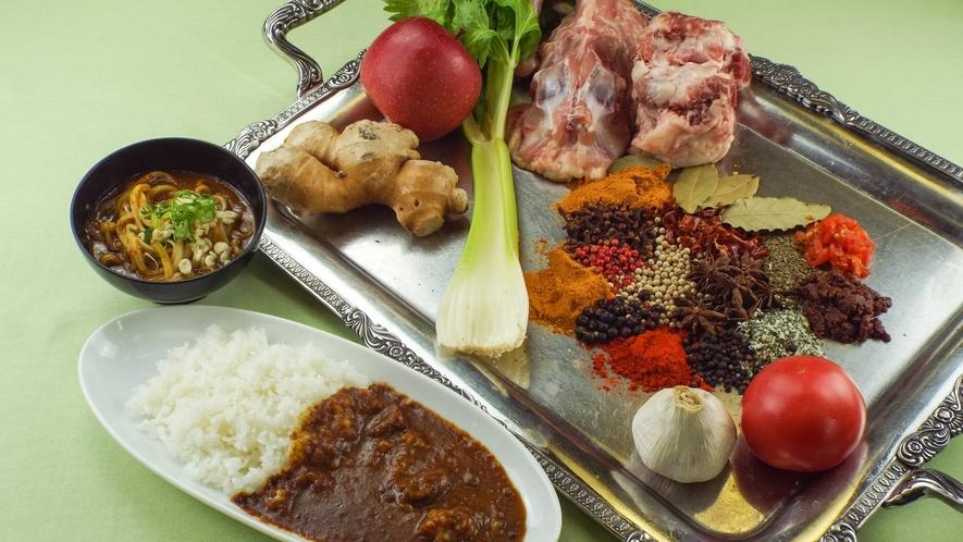 香味野菜と15種類の香辛料を合わせたカレー