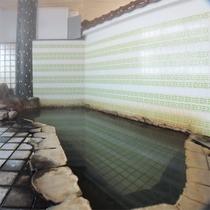 *温泉大浴場/天然岩を使った岩風呂で、飲泉も出来る良質な天然温泉。