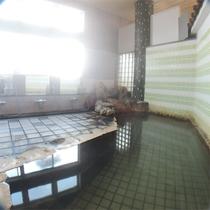 *温泉大浴場/冷え症や腰痛が治ったという方も多く、身体がとても温まる温泉です。