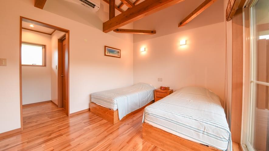 *ツイン(客室一例)/障子から入る光が室内を明るく。朝はやさしい自然光でお目覚め下さい