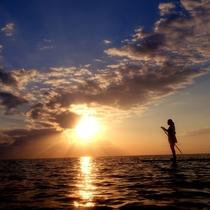 *美しい夕日を眺めながら海と一体になれる瞬間・・