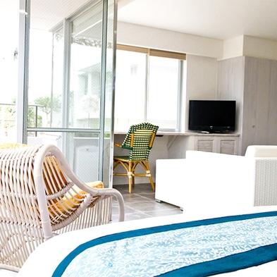 碧い海を存分に堪能できる、広々45平米オーシャンビュールームにステイ(素泊まり)