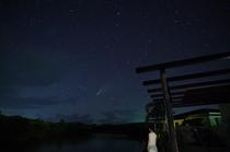 テラスからネオワイズ彗星と北斗七星