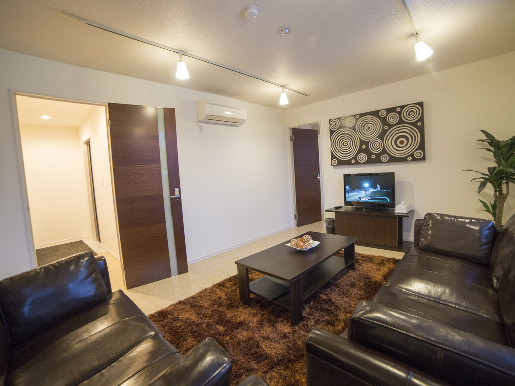 e2condo brown 2 lounge 2