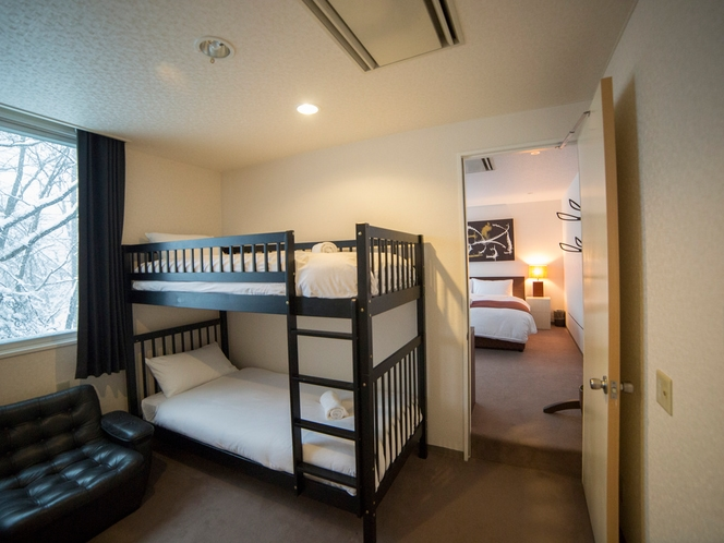 i2Two bedroom bunk master (2)