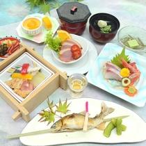 【夕食一例】かいけ会席(2018年・夏)鮎など旬の魚介・お肉・野菜をバランスよく味わえます。
