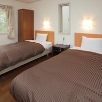 コテージの寝室はツインベッドのお部屋です。