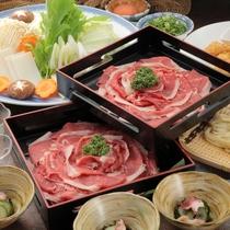 ボリューム満点の柔らかな牛肉と新鮮なシャキシャキ野菜をしゃぶしゃぶでお召し上がりください。