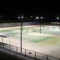 屋外テニスコート(夜)