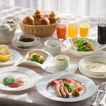 素材にこだわった朝食。新鮮野菜のバーニャカウダで健康的な一日を。
