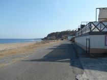 店舗前道路風景(海岸沿い)