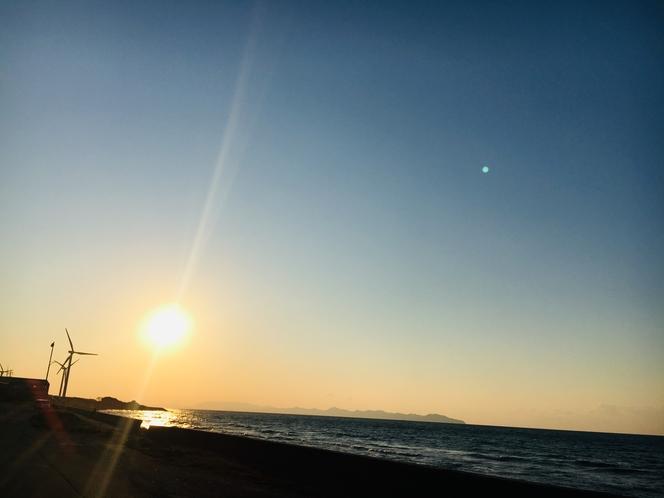 日本海に日がゆっくりと沈んでいきます.:*