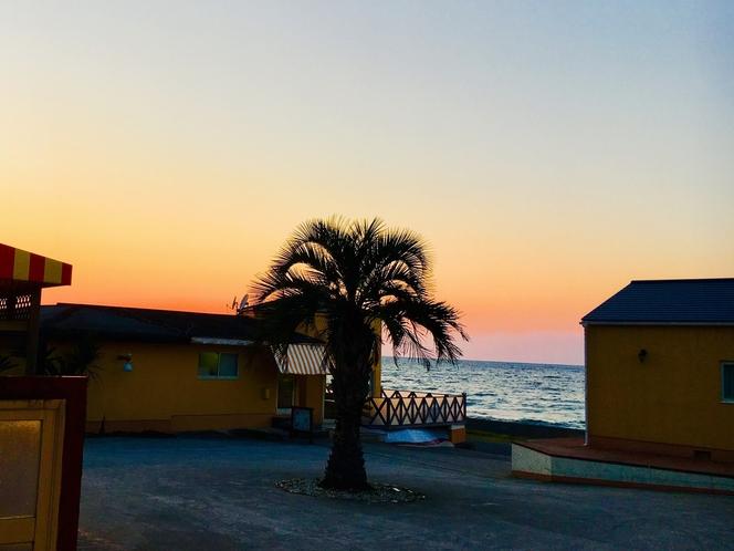 デッキから海と夕日のグラデーションが綺麗に見れます.:*