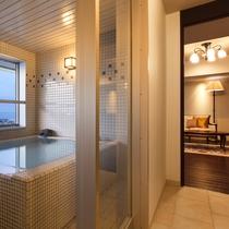 【大正ロマン 客室展望風呂】朝に夕に表情を変える函館の風景を眺めながらプライベートタイムを。