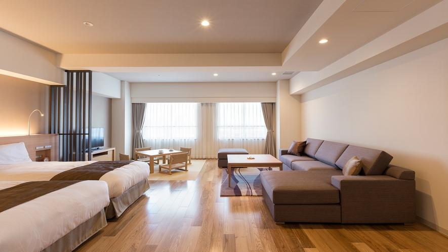 【平成モダン 和洋室】仕切る物がなく、大きな窓から室内全体に光が差し込む開放的な客室です。