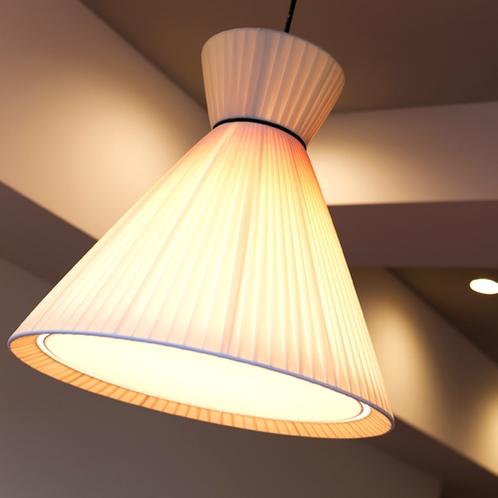 【レディースルーム】憩いのひとときを優しい明りが照らします。