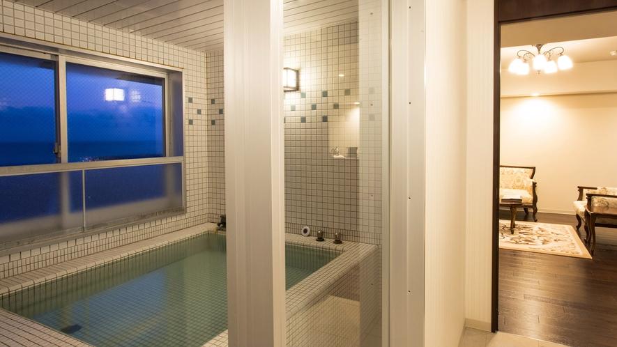 【大正ロマン 客室展望風呂】誰にも気兼ねせず温泉を堪能する、特別なひとときをお過ごしください。