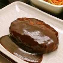 夕食(一例):ハンバーグ